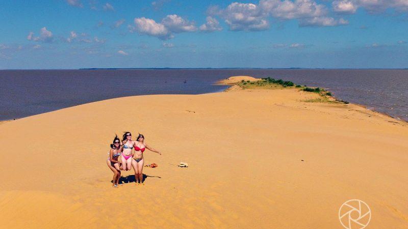 En esta temporada de Verano una buena opción puede ser un viaje interno a las dunas de San Cosme y Damián, lugar a punto de convertirse en un paraíso hundido.